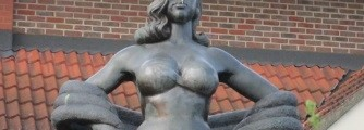 WSCW Part 1: Diana Dors - statute of lady - diana does