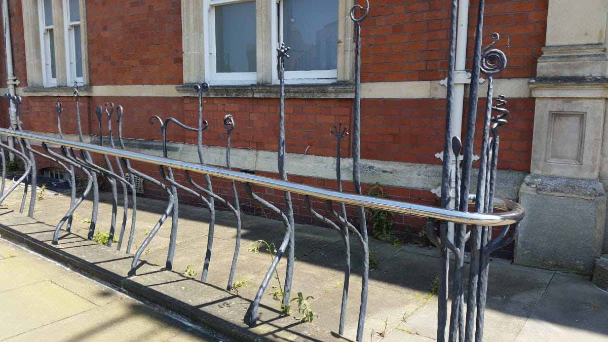R 7 - iron railings swindon dance