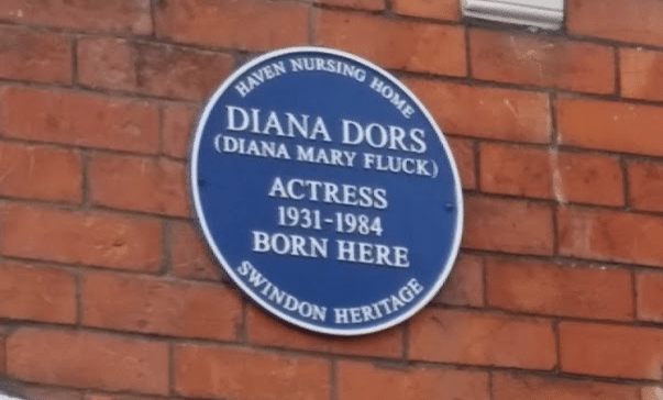 A blue plaque above the Dors