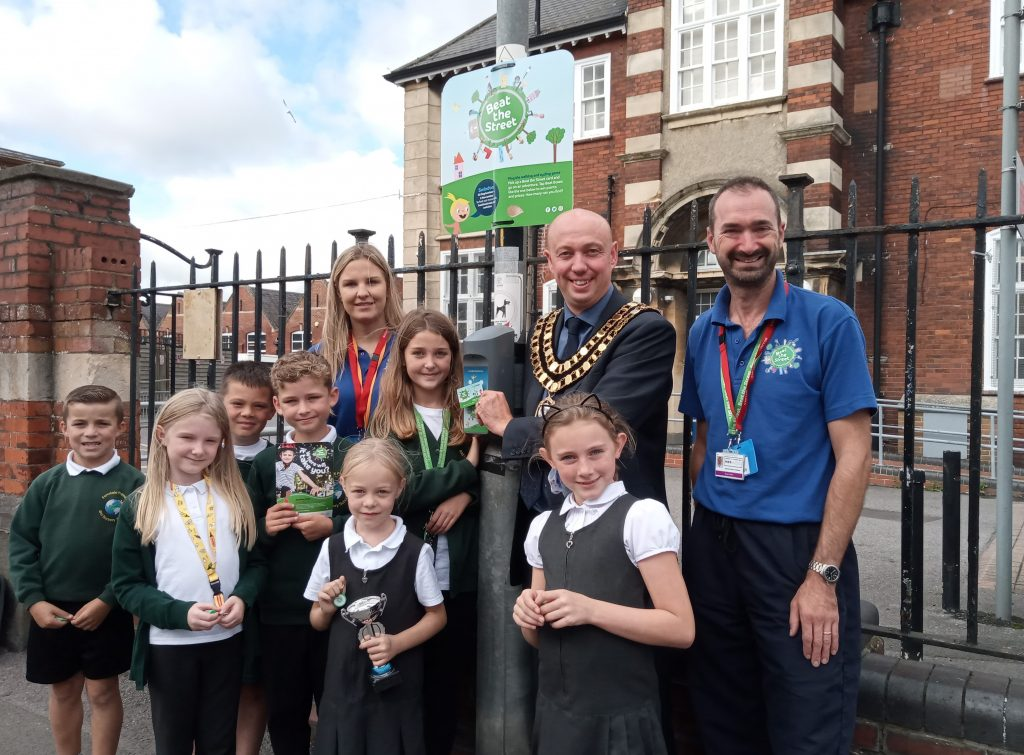 Final push for Beat the Street in Swindon - last year's winners with mayor Kevin Parry