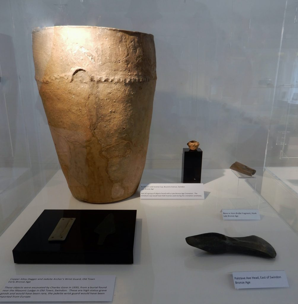 Bronze-Age-2500-750-BC-burial-urn-from-Bouverie-Avenue-and-other-artefacts-from-Swindon-Hill